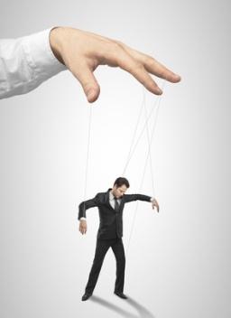 Deudor manipulado por campañas de políticos y bancos